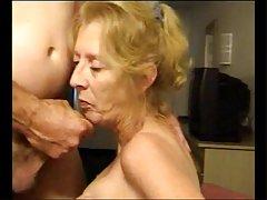 Sesso con cute bionda dopo la masturbazione